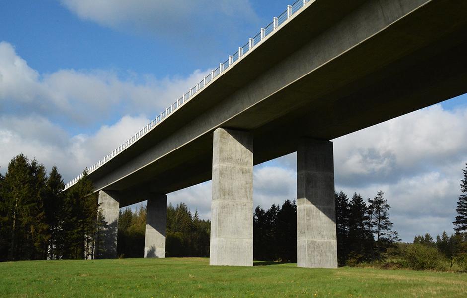 Motorvejsbro af IBF fabriksbeton