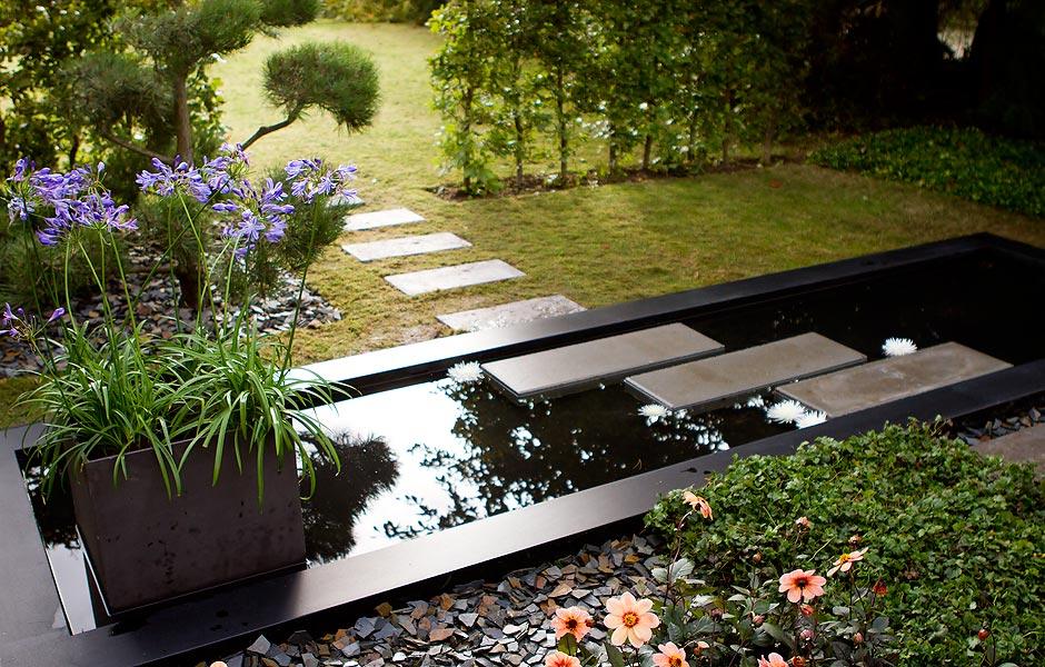 Spejlbassin i haven