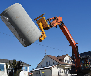 Betonrør løftes med pipelifter