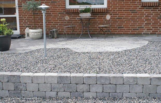 Støttemur af Holmegaardssten blokke i grå