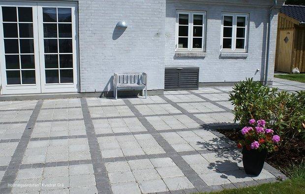 Holmegårdssten i grå kvadrat