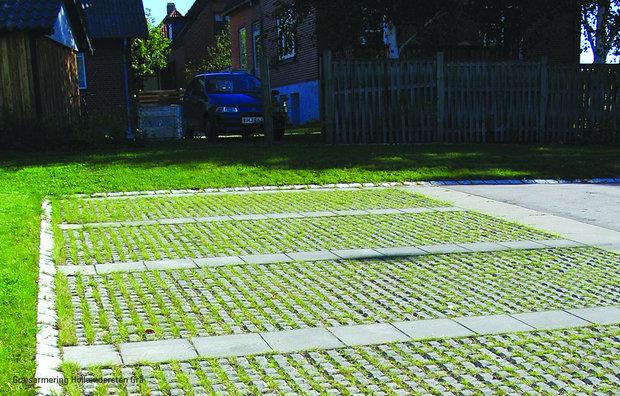 Græsarmingsfliser ved parkeringsplads